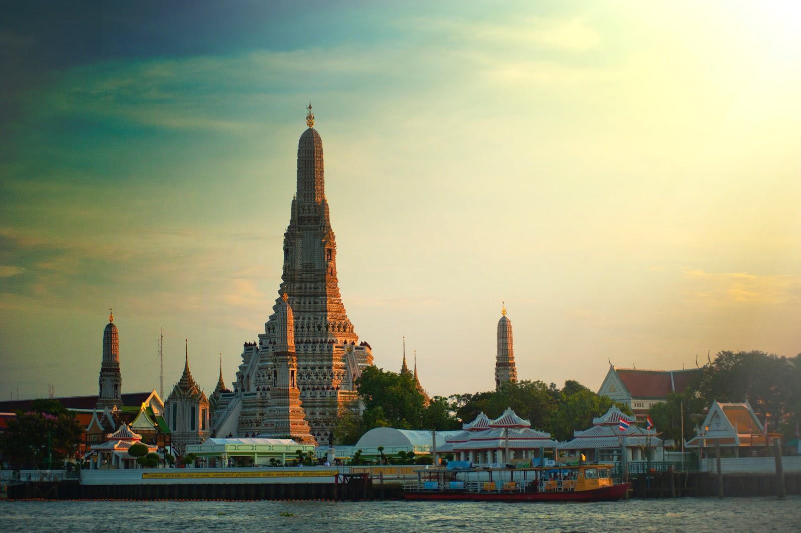 Things to do in Bangkok at night,wat arun,temple,thailand,chao phraya river