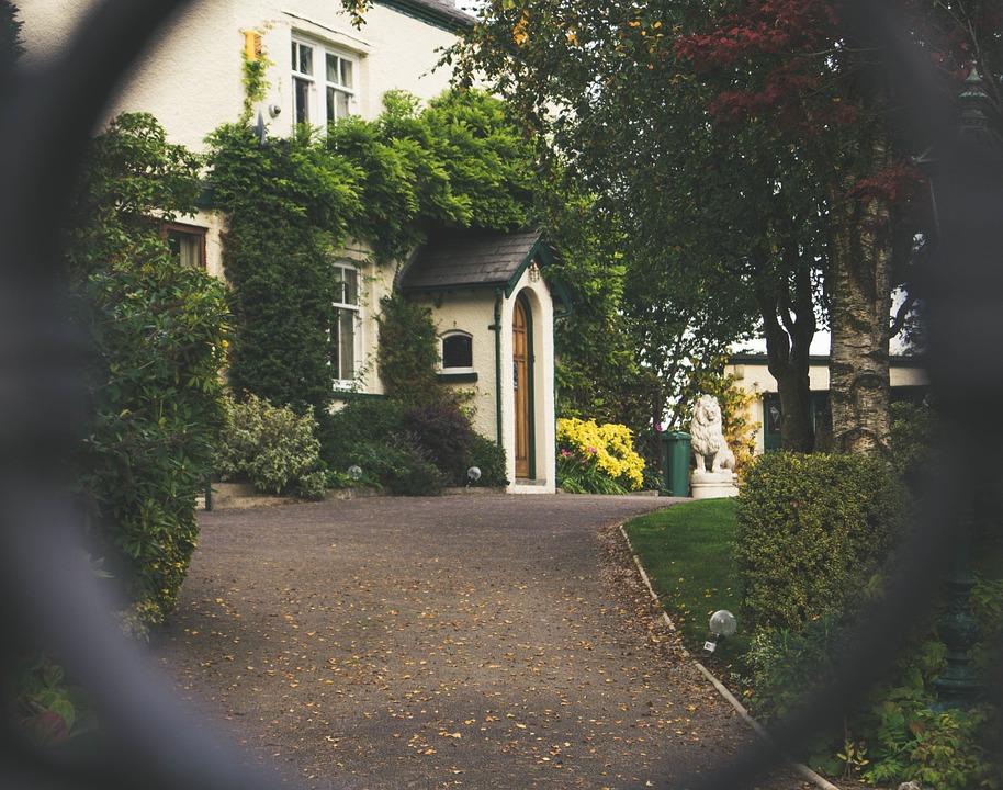 front-door-1031731_960_720.jpg