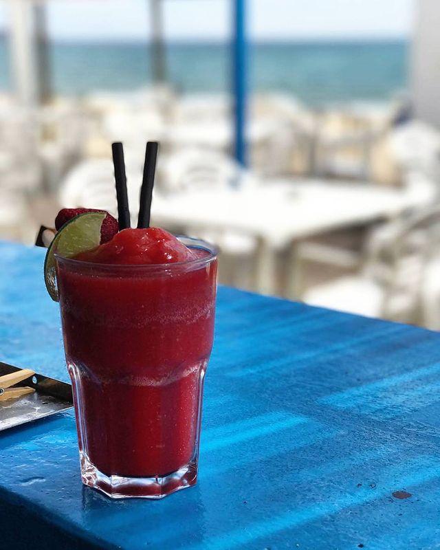 ¡Las bebidas fresquitas en verano son muy necesarias! Gracias a los chiringuitos tenemos las mejores mezclas posibles! 🥤