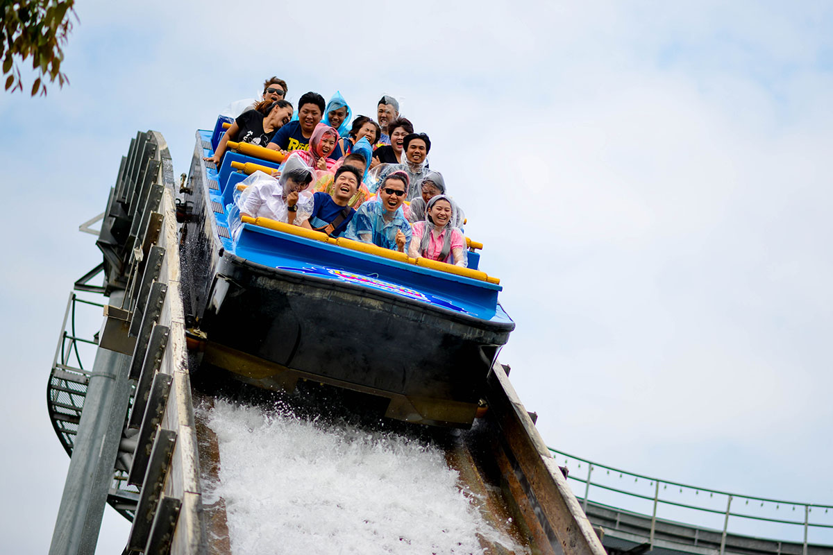 Ride on the thrilling waves of Super Splash