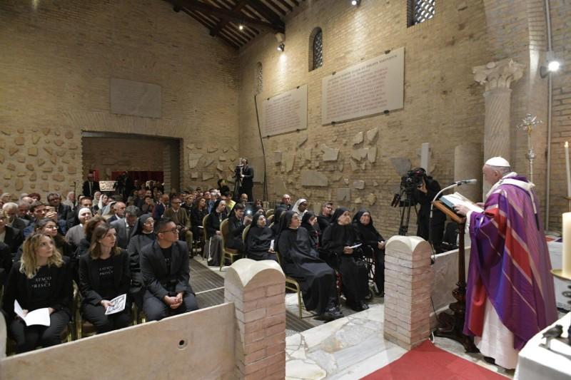 Lễ các Linh hồn: Đức Thánh Cha Phanxico dâng Lễ trong Hang Toại đạo Priscilla