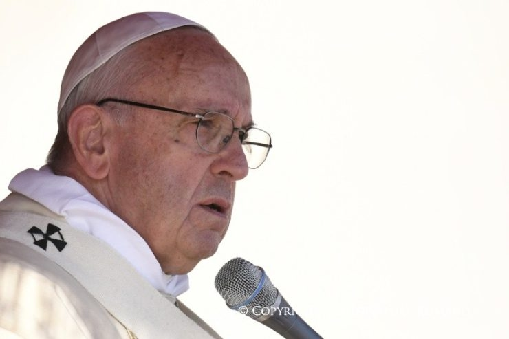 """Đức Thánh Cha tiếp tục thực hiện lại """"Những ngày Thứ Sáu Thương xót,"""" đi thăm viện người khiếm thị"""