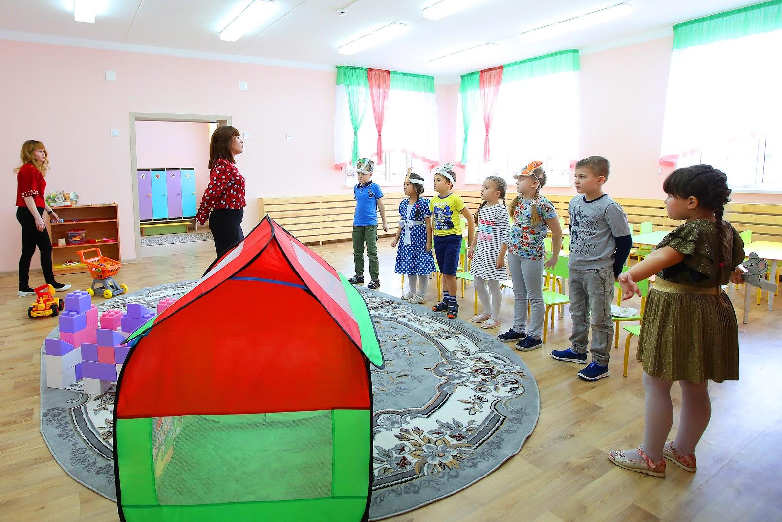 Сегодня мэр Челябинска Наталья Котова посетила школу и детский ...