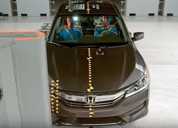 IIHS เริ่มโปรแกรมทดสอบการชนเพิ่มเติม เพื่อให้รถที่ผลิตออกมามีความปลอดภัยในทุกตำแหน่งการนั่ง