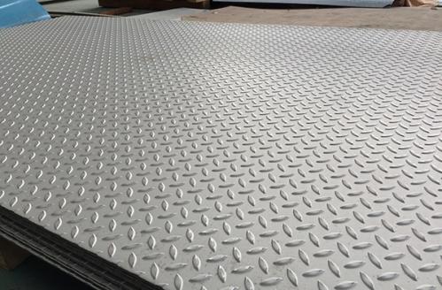 Tấm inox dập gân được dùng làm sàn xe tải