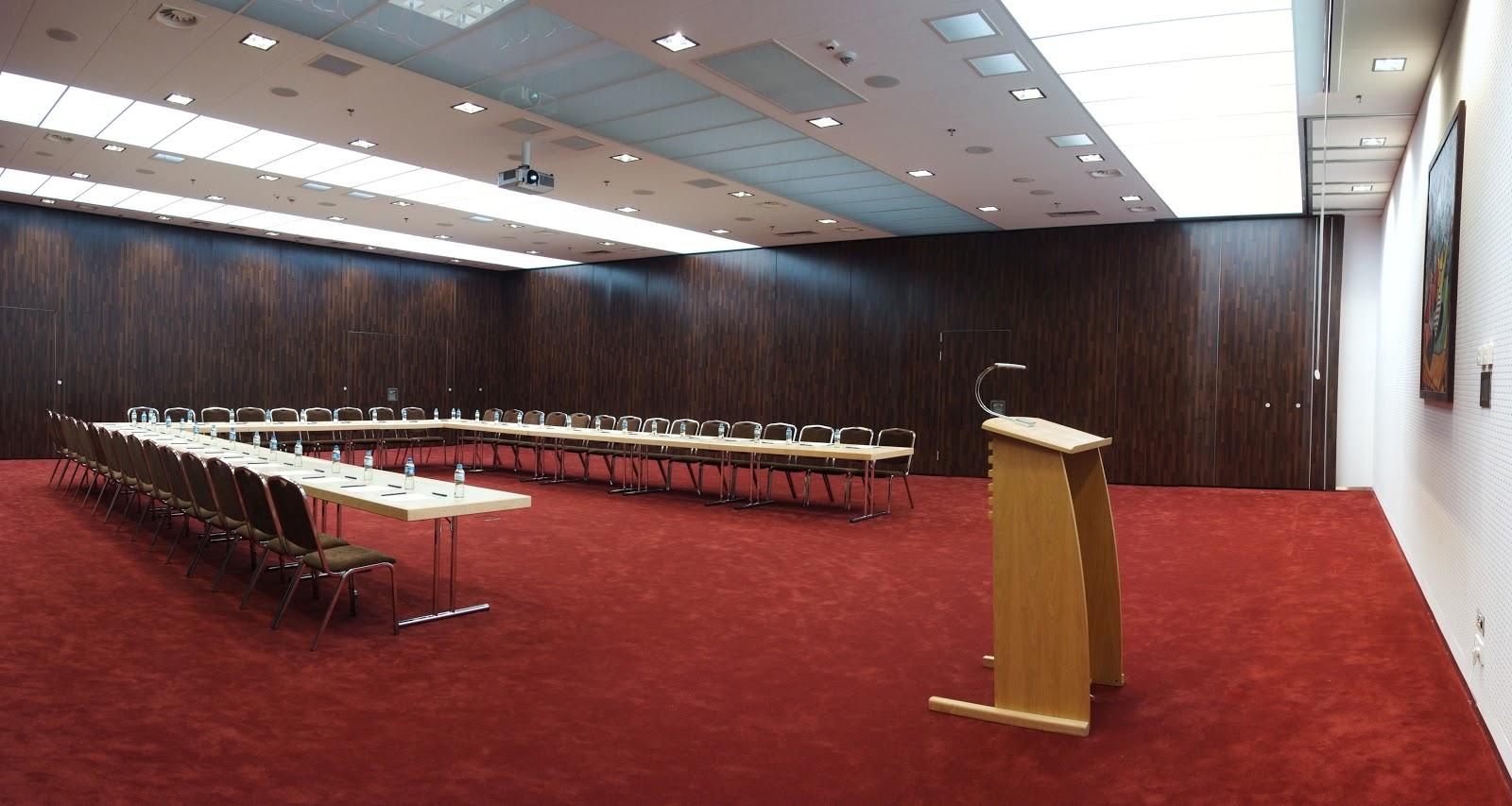 Konferencje-Krakow-Best-Western-Premier-Picasso-podkowa.jpg