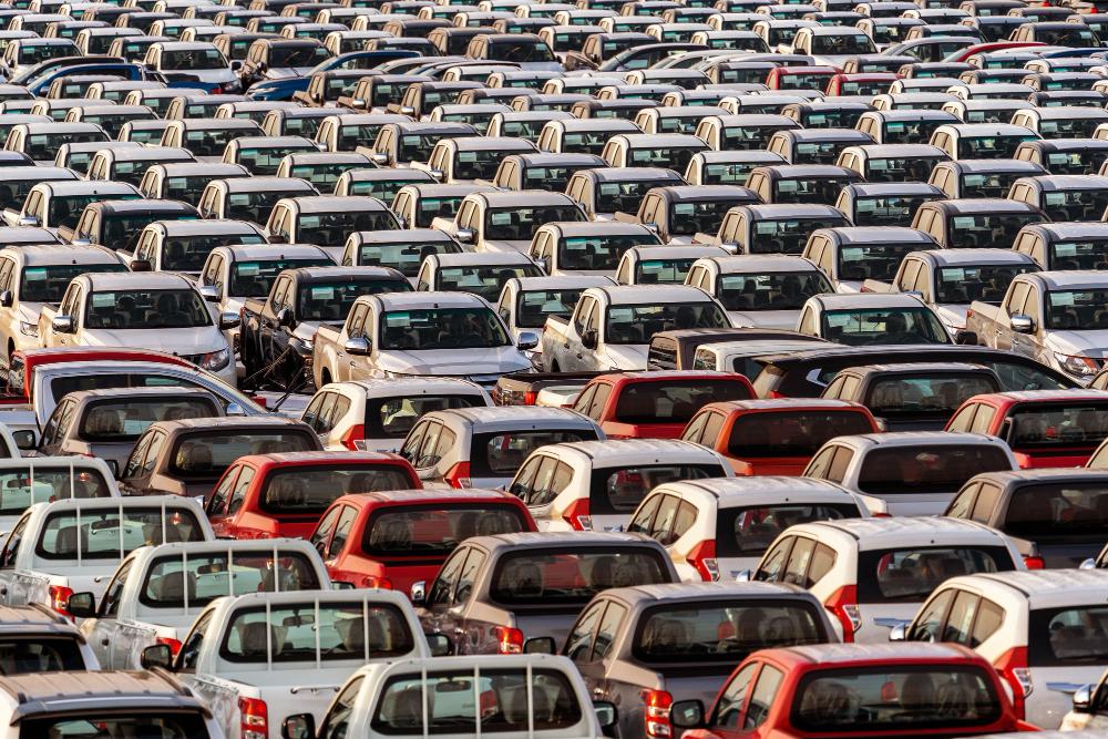Alta do dólar e de componentes impulsionou o preço de carros novos no Brasil (Fonte: Tawatchai07/Freepik)
