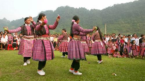 Dấu ấn người Mông qua trang phục truyền thống