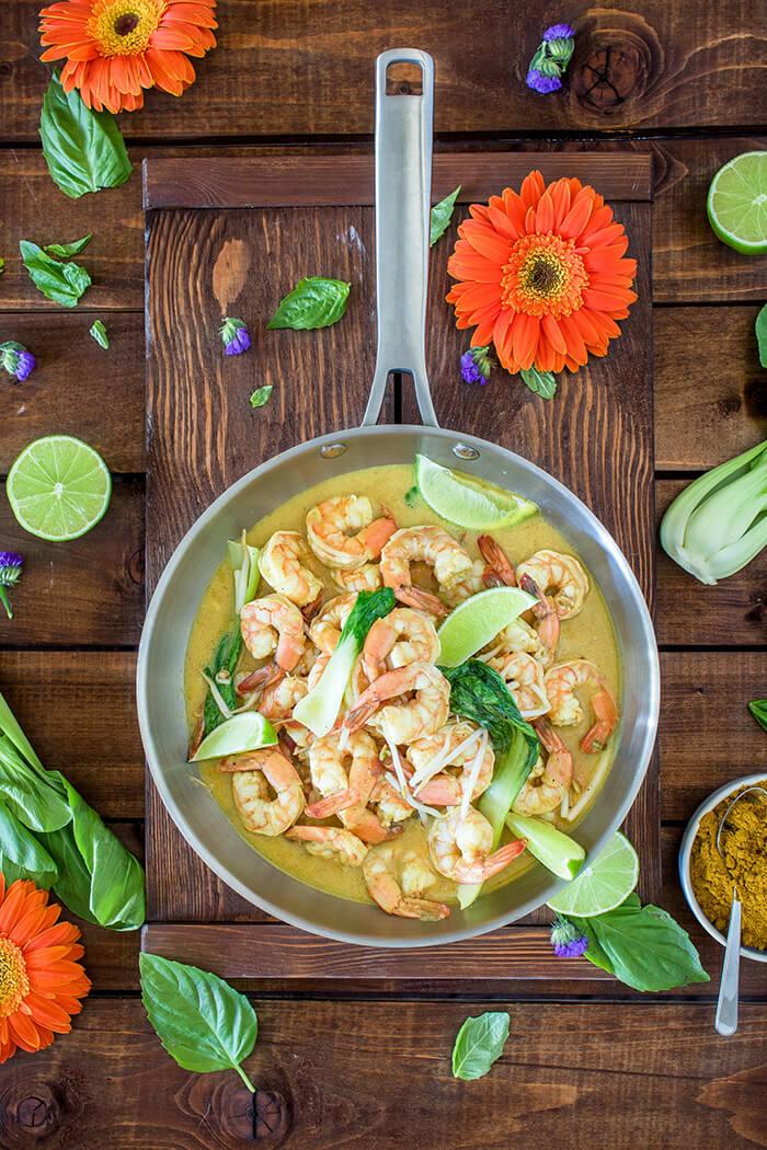 也可以試試泰式的料理方式,咖哩提香、檸檬汁提酸、兩者合一更恰到好處的帶出了蝦的鮮甜喔!