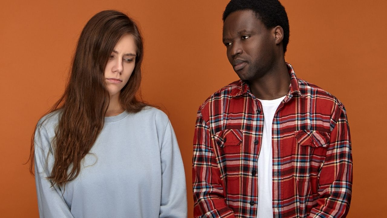 Relation dominant dominé mène les deux personnes à être triste.