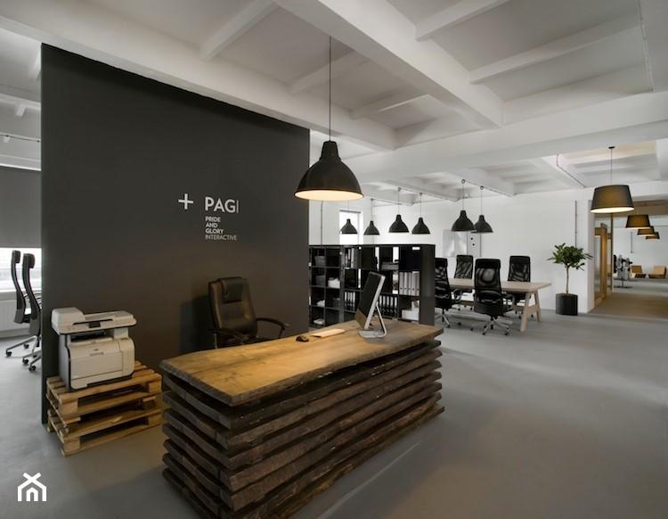 banque d'accueil intégrée dans espace bureaux d'entreprise