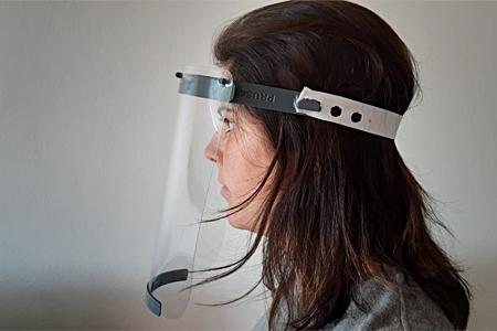 Protetor facial desenvolvido em parceria com a UFRJ. Foto: Paula Godinho