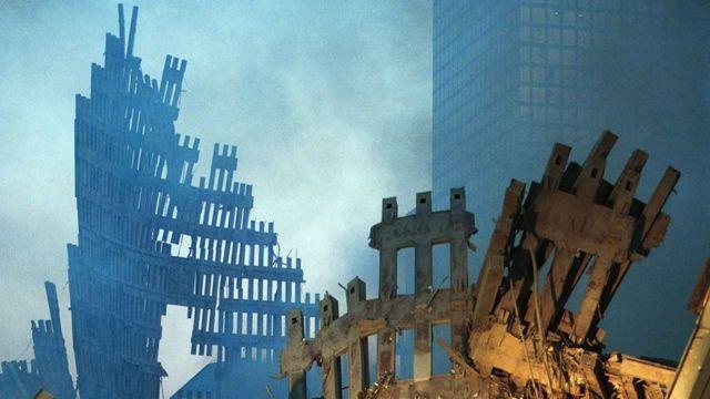 خرابه های برج ها دو روز بعد از حمله