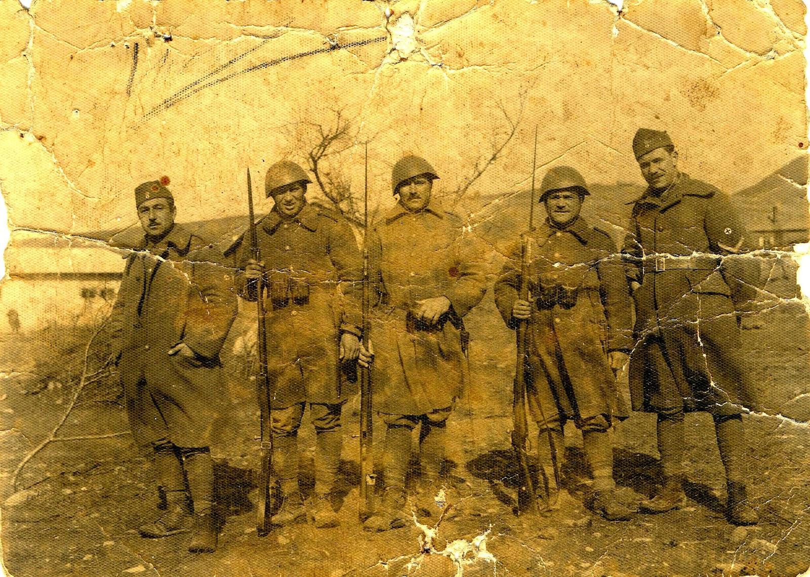 Lexar:ΕΛΑΝ ΜΙΚΡΕΣ ΦΩΤ:Ιερισσιώτες στην Αλβανία το 1940:1941 Αλβανία Βασίλης Πασχαλίδης,Γιώργος Χρυσούλης,Νικόλαος Κατσαντώνης,Στεργιανός Τσαμανδάνης,Γιάννης Τερτυλίνης 2 αντίγραφο.JPG