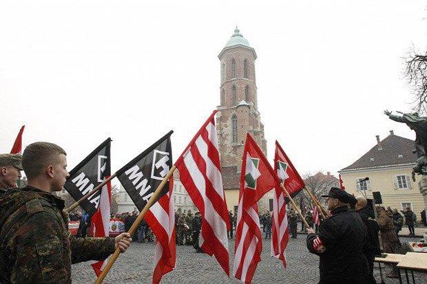 Тренировка бойцов организации Движение национального фронта в Венгрии