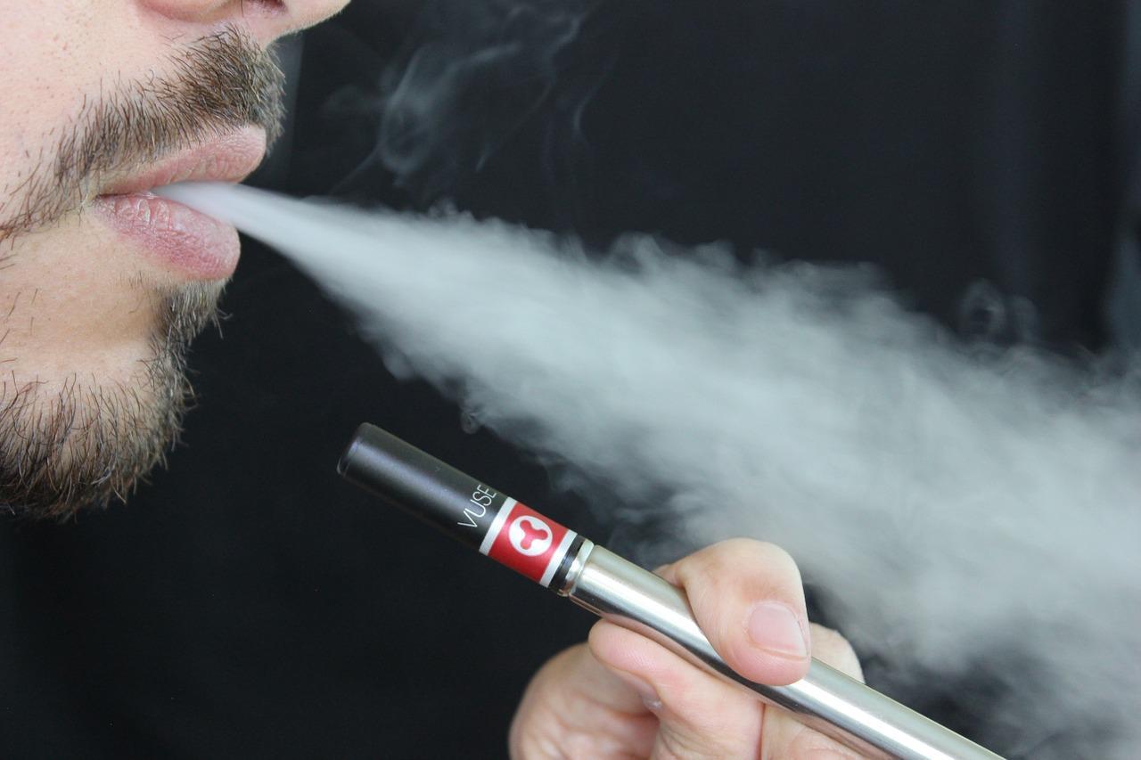 F:\Vaping\e-cigarette-1301670_1280.jpg