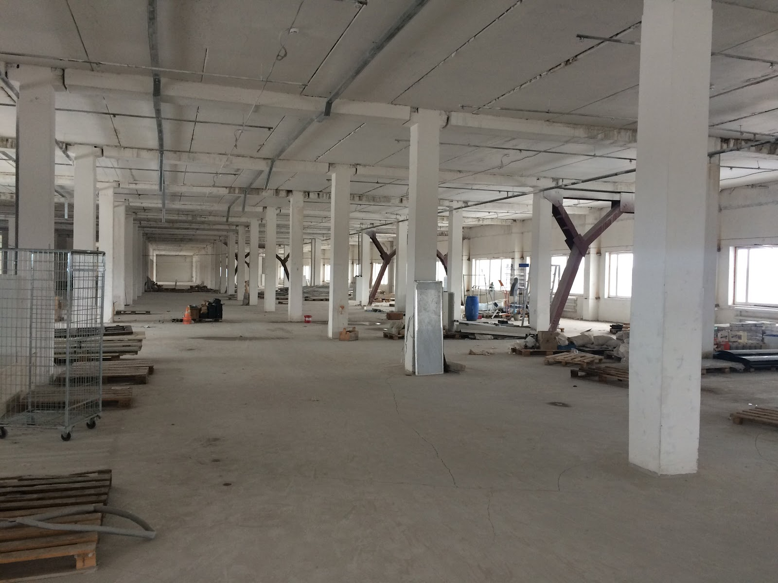 Зал, первый этаж