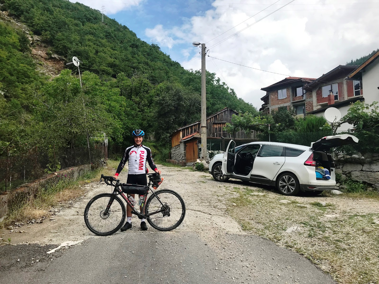 PJAMM Cyclist at the start of 5th hardest bike climb in the world.