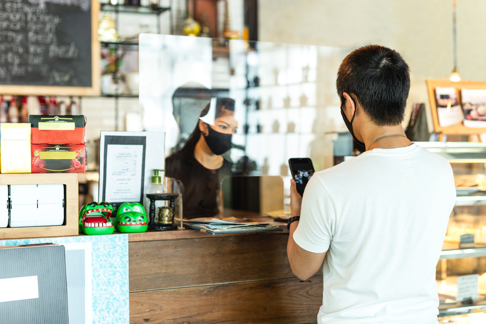 Memastikan keamanan konsumen harus selalu menjadi bagian dari strategi bisnis.