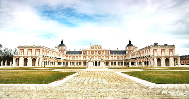 A front view of the Spanish Royal Palace.