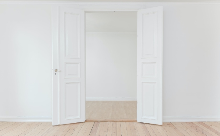 doing a walkthrough of your old apartment is an essential step on the apartment moving checklist