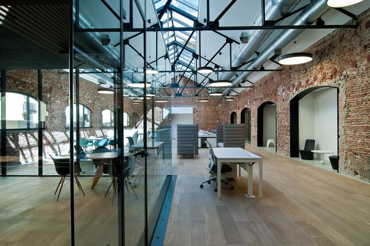 Bangunan lama bergaya industrial yang disulap menjadi office space - source:  retaildesignblog.net