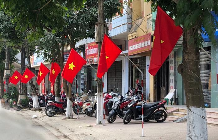 Treo cờ Tổ quốc: Tôn lên lòng tự hào dân tộc | Báo Lạng Sơn