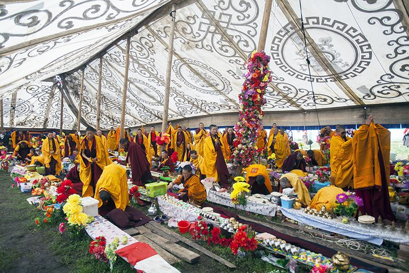 http://religionnews.com/wp-content/uploads/2017/07/webRNS-TIBETAN-PRAYER16-072017.jpg