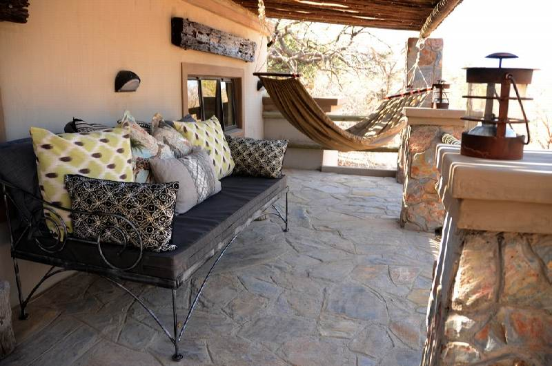 15_-_Imvelo_Safari_Lodges_-_Camelthorn_Lodge_-_Outdoor_maisonette.jpg