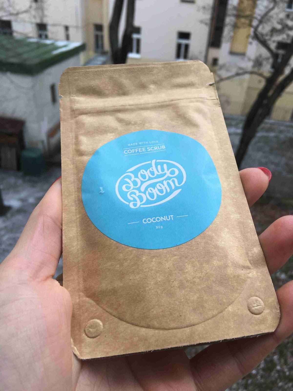 Recenze Riano: Kávový peeling BodyBoom s vůní kokosu