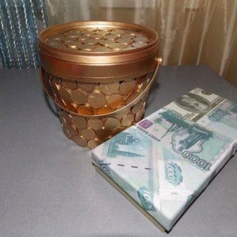 Деньги и копилка из майонезной банки