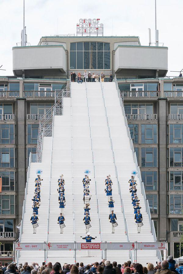 Tengase Presente: En el corazón de Rotterdam, una enorme escalera ...