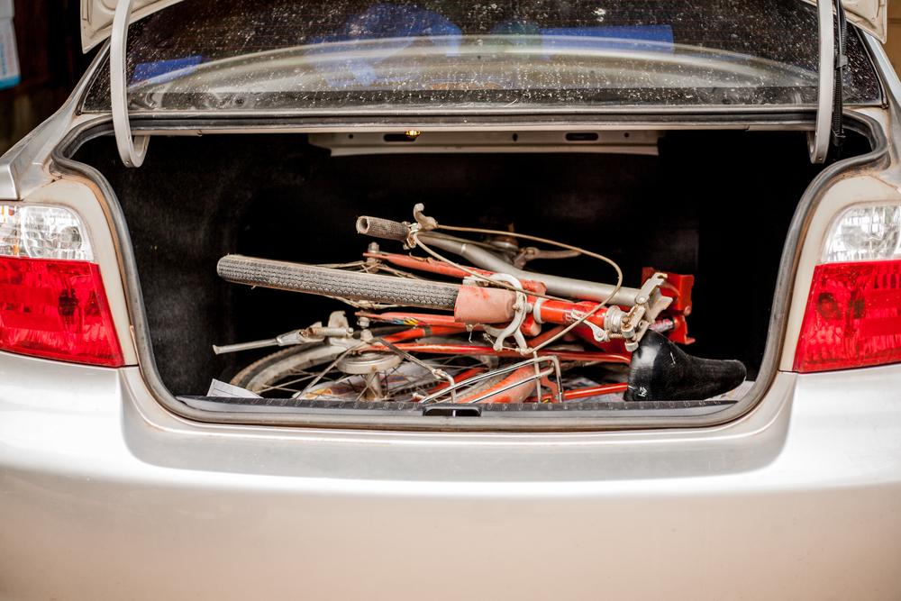 A bike dobrável cabe no porta-malas de automóveis. (Fonte: Shutterstock/august0809/Reprodução)