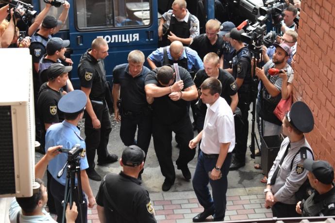 Підозрюваного Олександра Лакізу доставили до суду