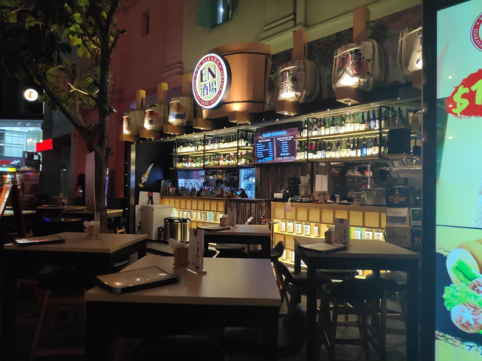 Nongkrong Malam Ala Penduduk Lokal di Clarke Quay, Singapura