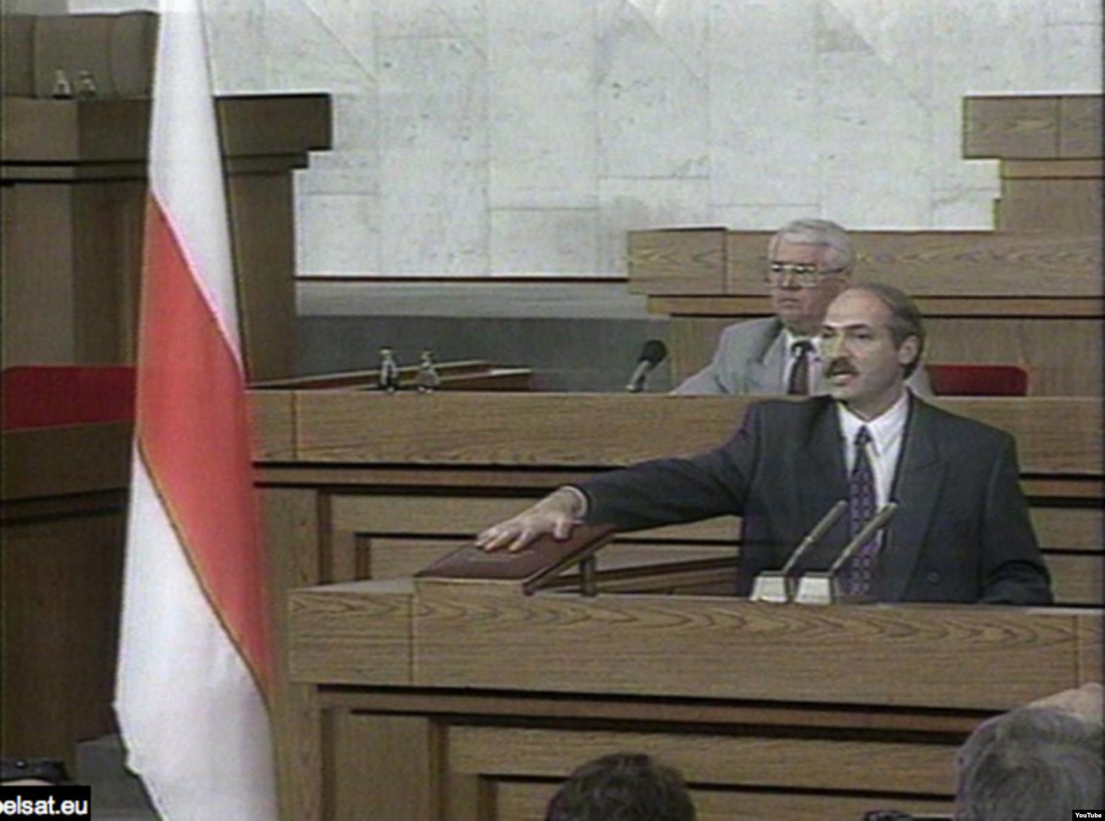 Александр Лукашенко приносит присягу в 1994 году. Фото: Video grab