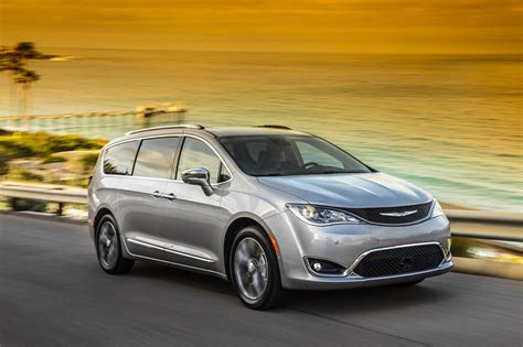 chrysler pacifica  drive review auto car update
