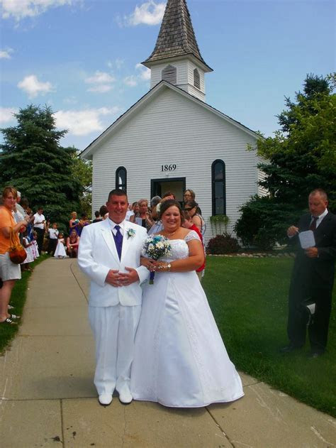 apple mountain chapel  freeland mi michigan wedding