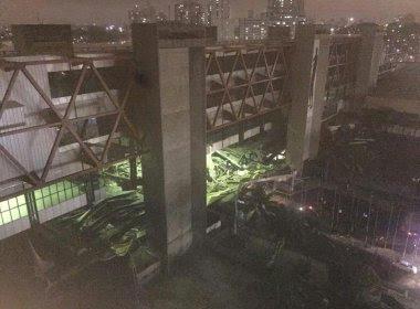 Parte da estrutura do Centro de Convenções desaba