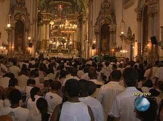Fiéis lotam Igreja do Bonfim, em Salvador, na última sexta-feira do ano