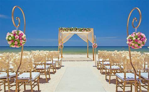 Beach destination wedding in Cancun, Mexico by Royalton