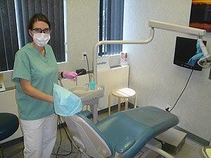 Dental hygienist.jpg