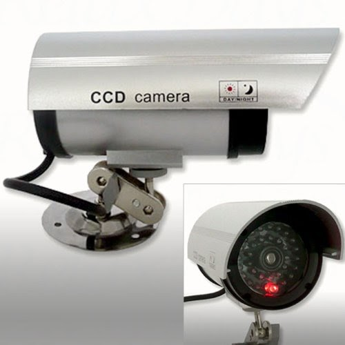 relaxdays kamera attrappe mit led licht berwachungskameras. Black Bedroom Furniture Sets. Home Design Ideas