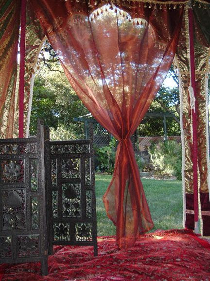 http://i88.photobucket.com/albums/k199/madhurakrsna/tumblr_llf6t2b0t91qh9z8oo1_500.jpg  #tent #door #window #drape #curtain #red #decorating #interior_design