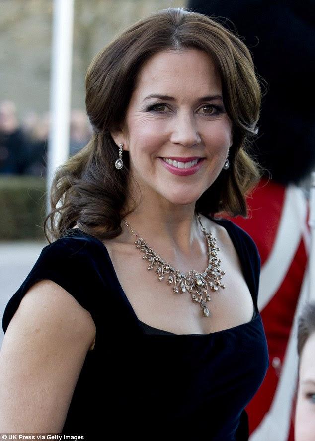 Oszałamiająca: Utrzymanie w zgodzie z kodeksem przepych sukni imprezy, księżniczka Maria miała na sobie wspaniały naszyjnik diamentowy pasujące kolczyki upuszczania