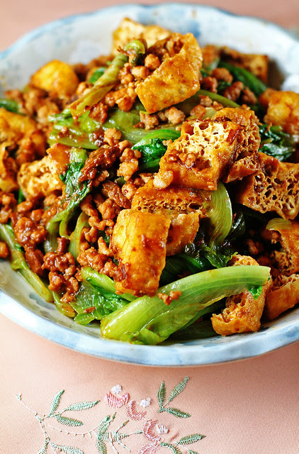 Minced Meat, Tofu Puffs & Lettuce in Bean Sauce