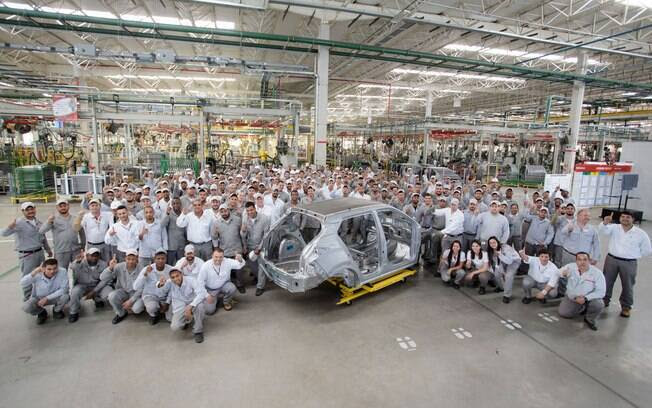 A fábrica da Nissan em Resende (RJ) começa a treinar os novos funcionários e testar a linha de produção que fabricará o SUV Kicks.