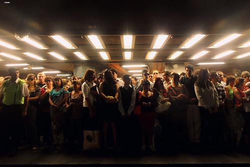 Hora punta metro de Santiago by Alejandro Bonilla