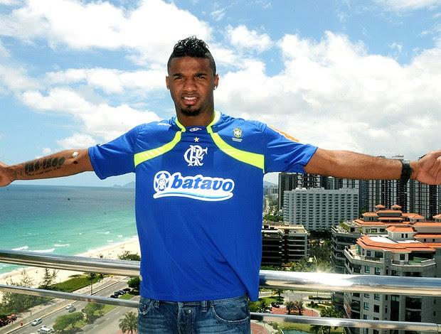 Felipe com a camisa do Flamengo