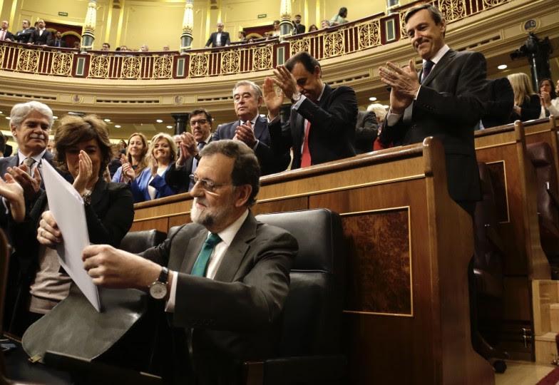 <p>Mariano Rajoy, en su escaño, durante la moción de censura, el 31 de mayo.</p>